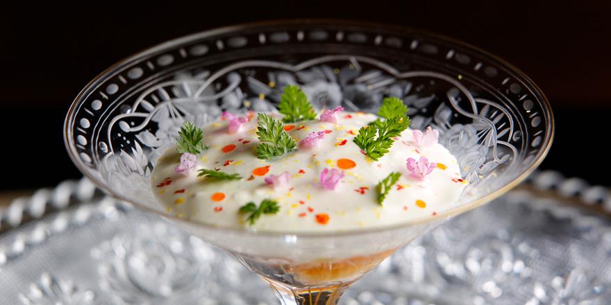 手長海老とキャビアのジュレ新玉葱のクリーム